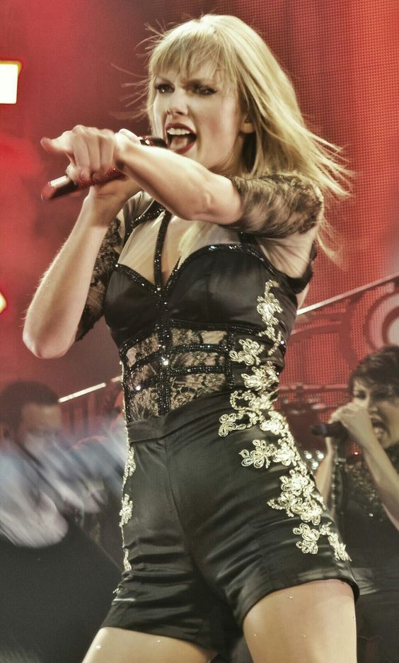 Taylor Swift Extremely Hot & Talented | Taylor swift ...