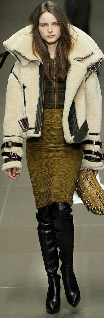 BURBERRY FALL 2010 READY-TO-WEAR