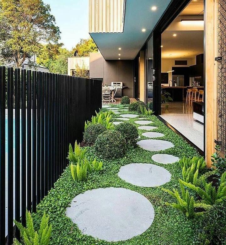 Round pavers   Minimalist garden, Small backyard ... on Backyard Landscape Designers Near Me id=14326