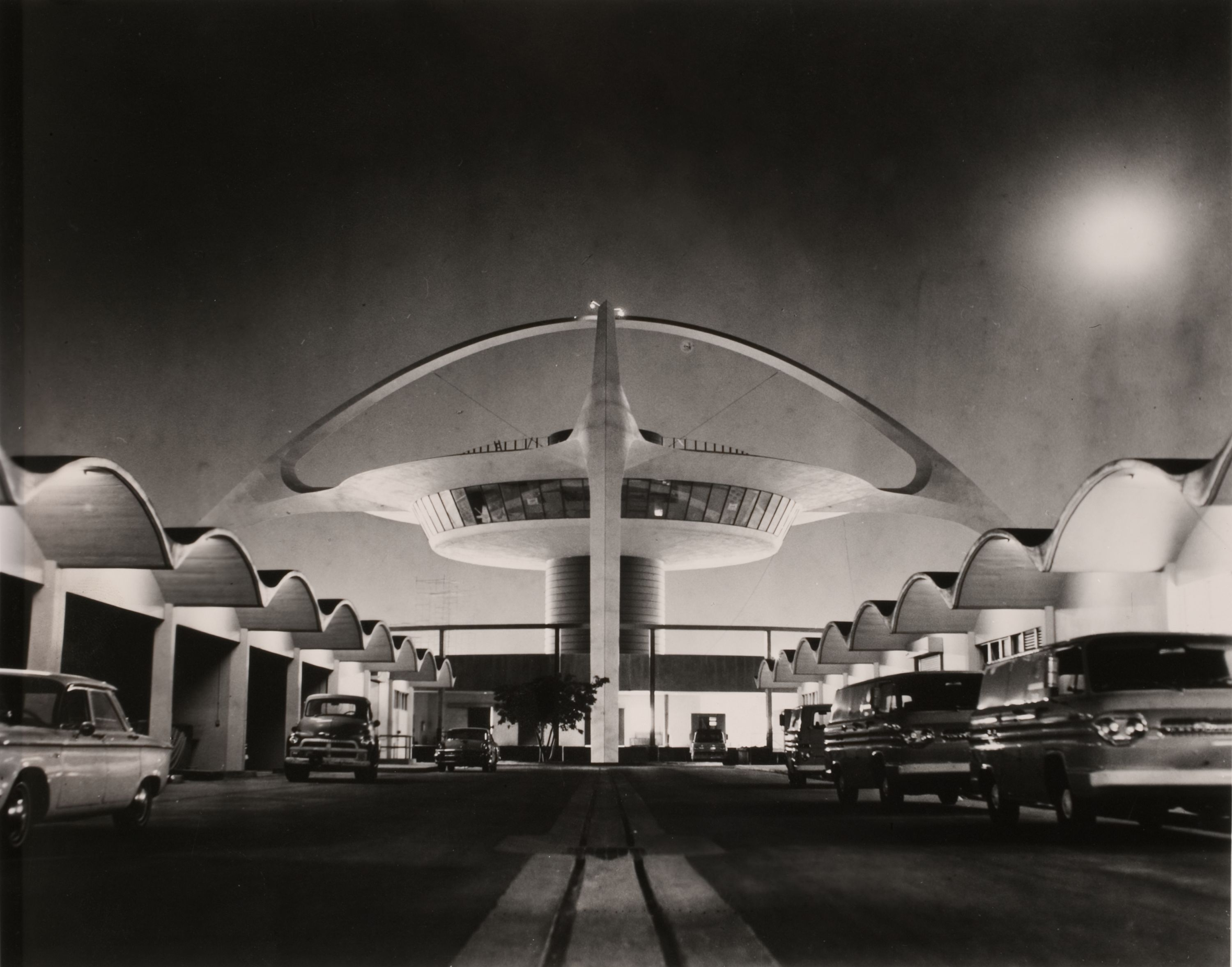 A Serene Night View Of The Lax Theme Building And Once Existing Central Service Buildings Circa 1960s Tbt Pic Los Angeles History Googie Vintage Los Angeles