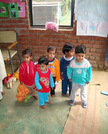 these little indian children are so cute! IVHQ--humanitarian trips.
