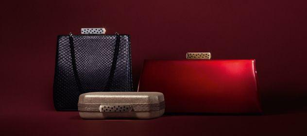 A Cartier acaba de lançar uma coleção de carteiras inspiradas no que a própria marca fazia nos anos 1920, onde as 'evening bags' eram hit, ainda mais quando um modelo ou outro contava com detalhes em joias.