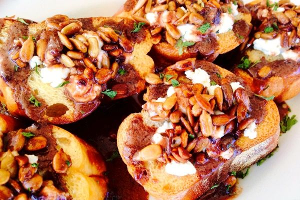 #goatvet likes the look of these Goat Cheese Crostini with Blackberry Balsamic Reduction & sunflower seeds