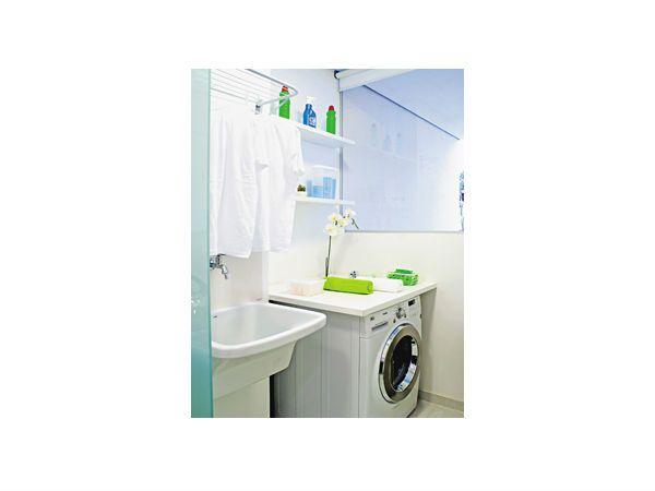 Foto: Melhor Amiga #lavanderia #organizada #prateleiras
