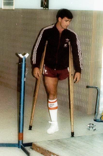 One Legged Sportsman One Legged Men Baseball Crutches