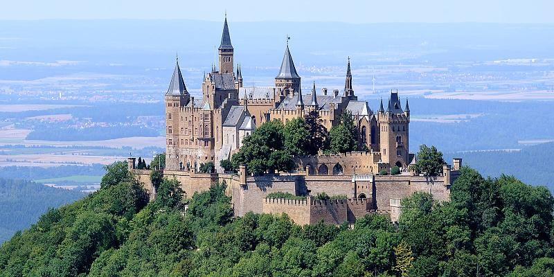 Wenn Alte Gemauer Verzaubern Die Burg Auf Dem Berg Hohenzollern Deutschland Burgen Burg Und Mittelalterliche Burg