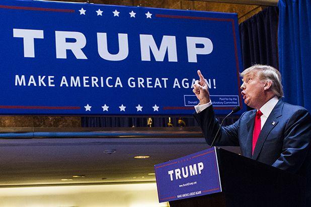 Vino y girasoles...: Trump festeja la victoria.