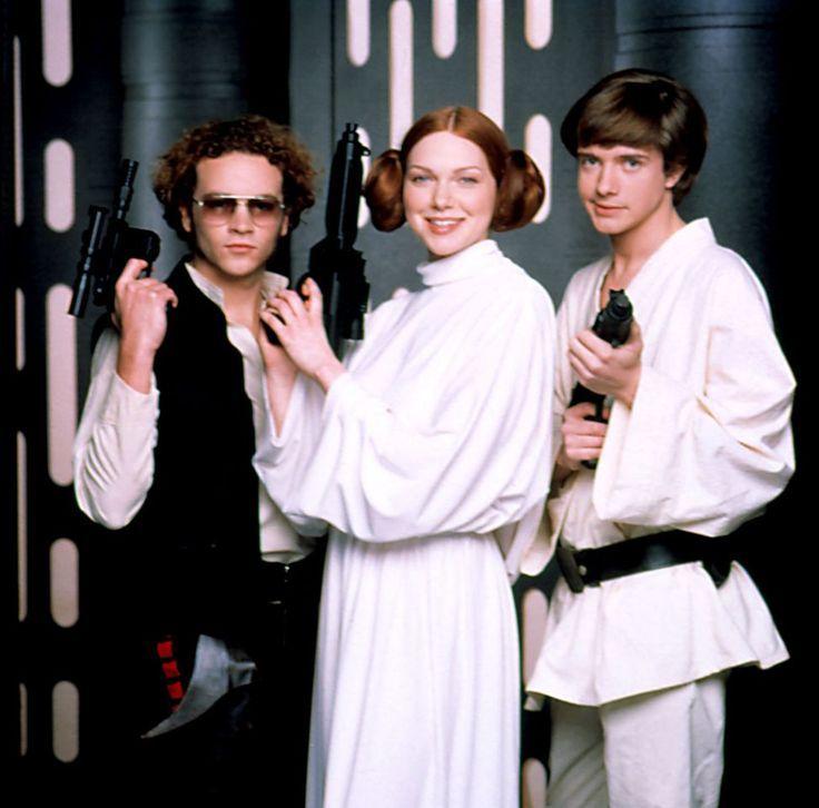 Star Wars References On Tv Danny Masterson Laura Prepon Topher Grace Danny Grace Laura Masterson That 70s Show Laura Prepon Fotos De Perfil Whatsapp