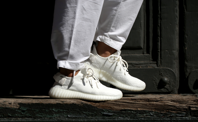 How To Wear Yeezy Boost 350 V2 Triple White Yeezy How To Wear Yeezys Adidas Yeezy Boost 350 V2