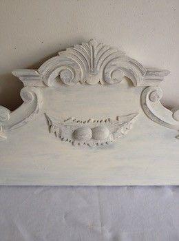 patin blanc lin cet ancien fronton pourra l gamment tre plac au dessus d une porte d un. Black Bedroom Furniture Sets. Home Design Ideas