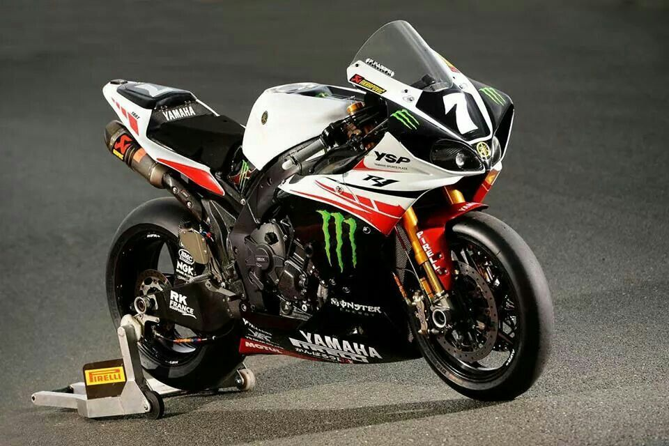 Nice Yamaha R1 With A Lucky 7