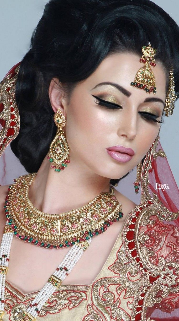 Stylish Bridal Jewelry And Makeup Styles For Girls