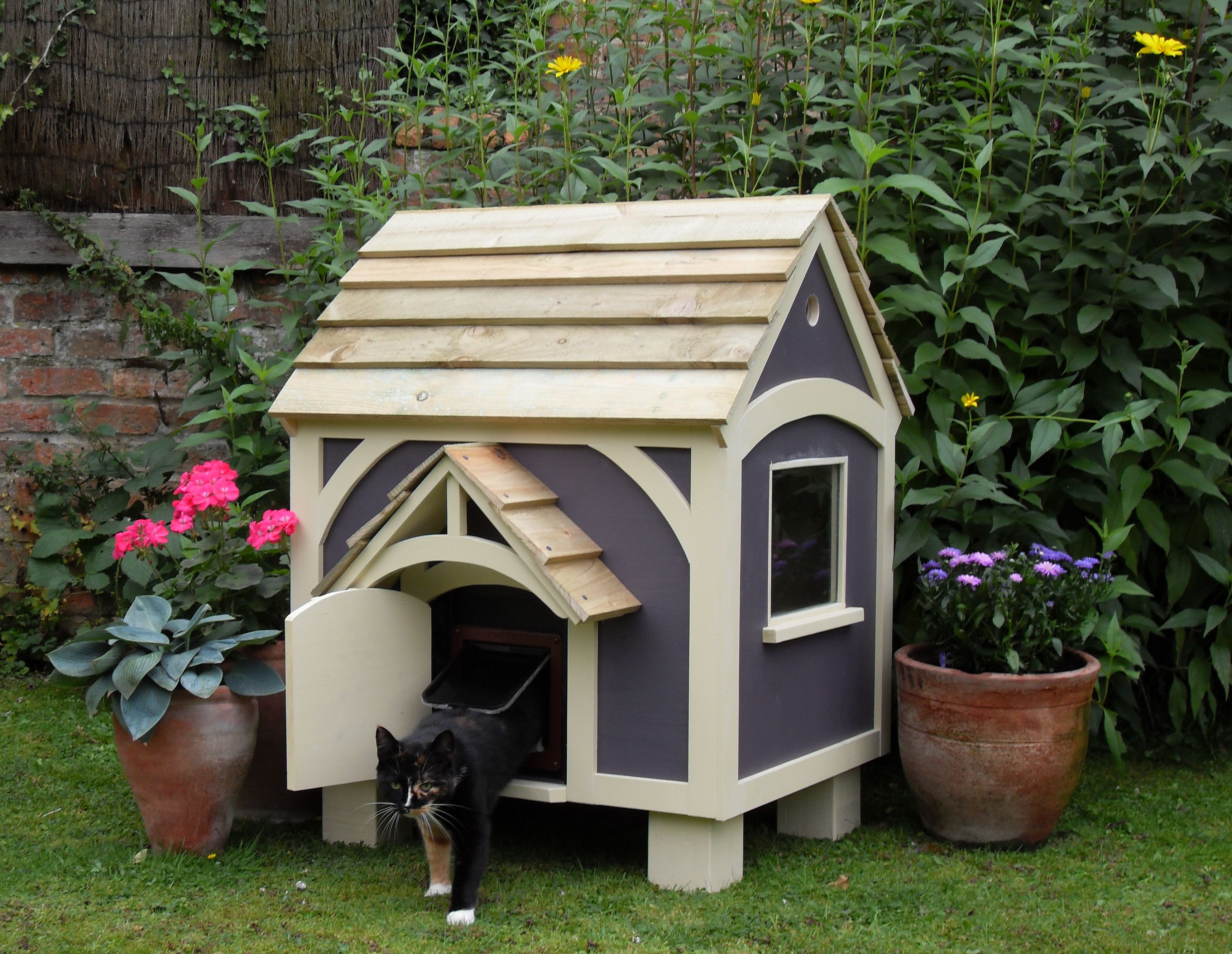 Outdoor Shelters For Pets : Cat house pictures g pinterest