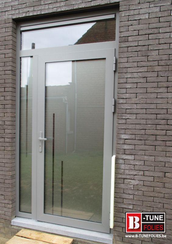 raamfolie voordeur met decoratieve lijnen in uitgesneden