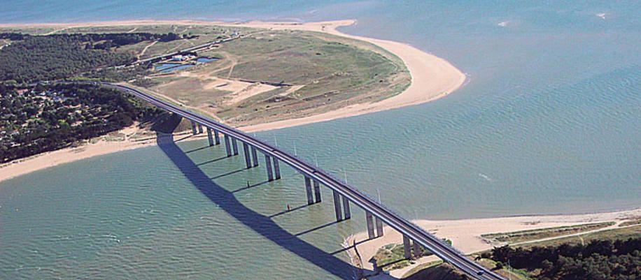 Le pont de noirmoutier traverse le d troit de fromentine - Office du tourisme ile de noirmoutier ...