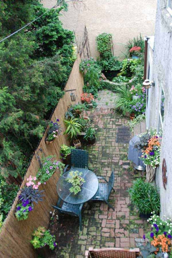 Having A Long And Narrow Garden Balcony Or Yard Doesn T Mean That This Space Is Un Small Courtyard Gardens Courtyard Gardens Design Small Backyard Landscaping