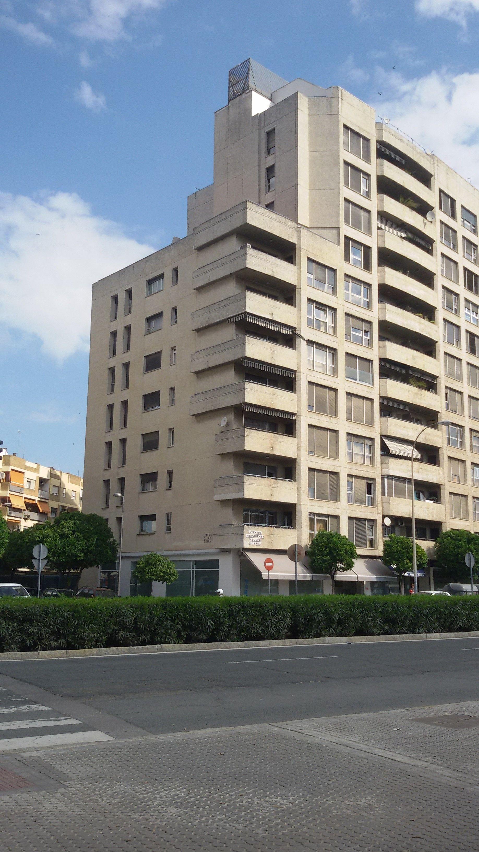 Primer encuadre urbano; edificio con dos puntos de fuga. Perspectiva ...