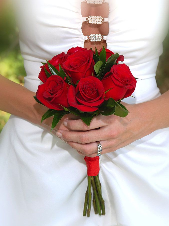 Small red rose bouquet for attendants no green like for Images of bouquets of roses