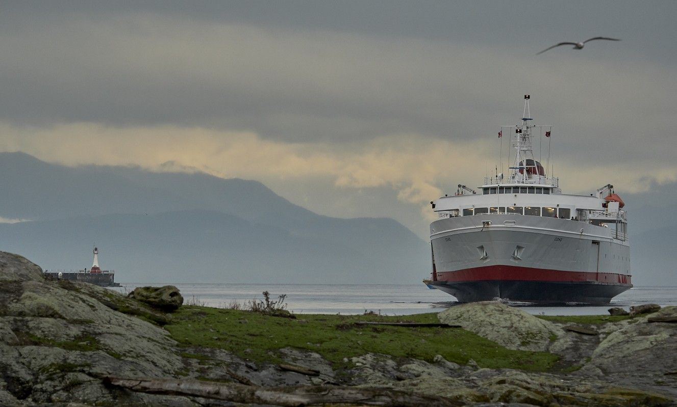 #cohoferry looking mighty big as it approaches #VictoriaBC