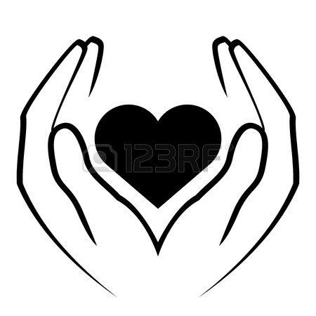 Las manos tienen en medio un corazón. Foto de archivo.