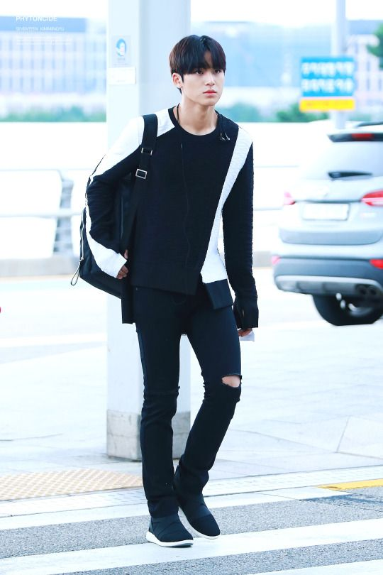 Mingyu in black is hot❤️
