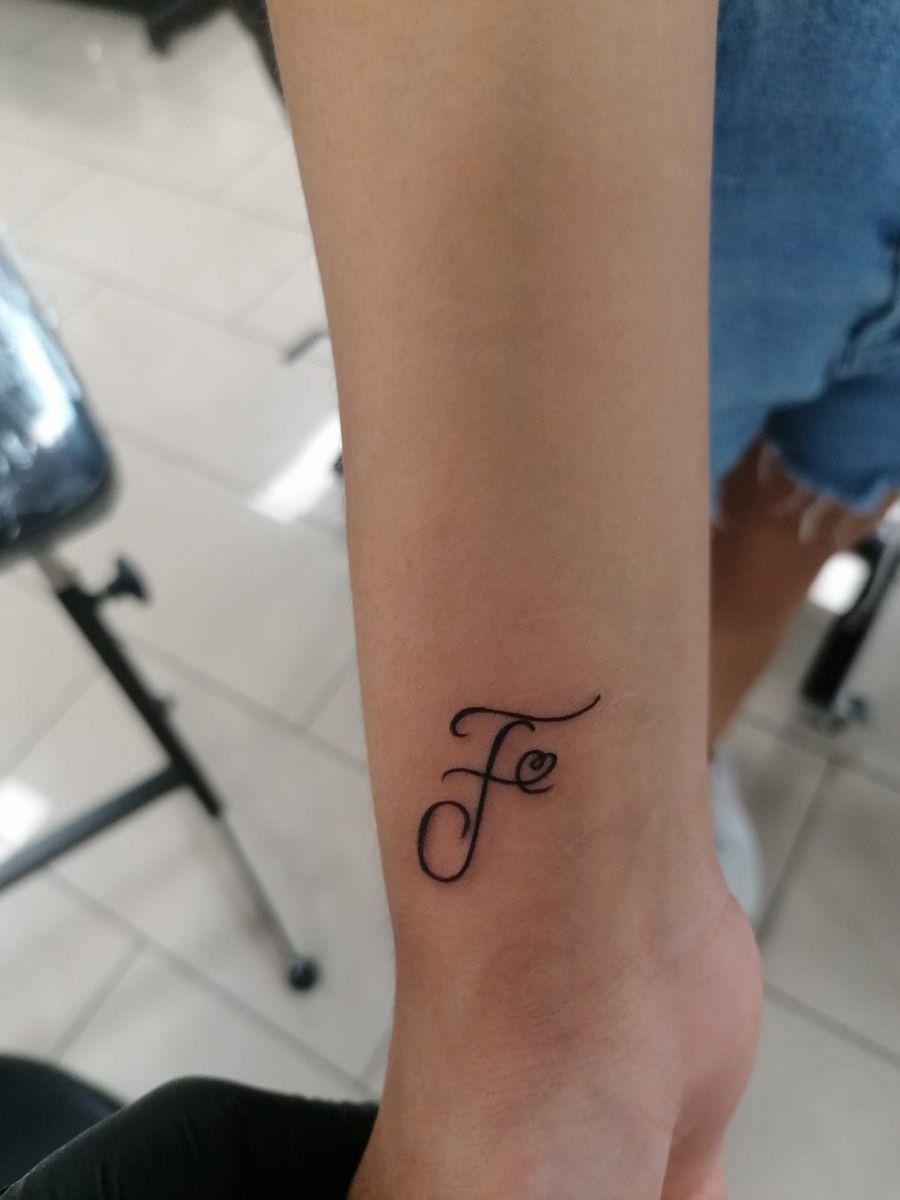 Tattoo buchstaben unterarm