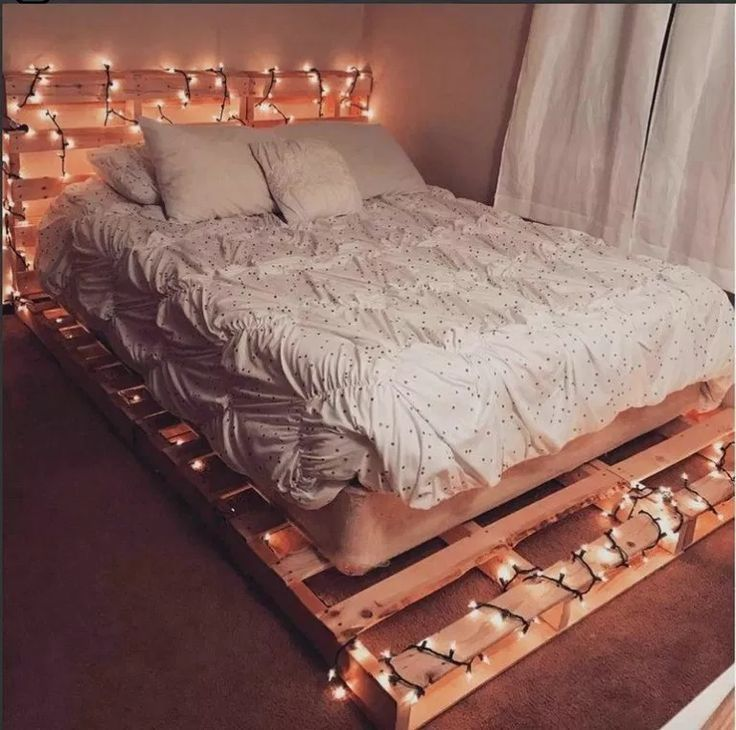 20 Amazing Pallet Bedroom Design Ideas Amazingbedroom Bedroomdesign Bedroomi Diy Pallet Bed Small Room Bedroom Bedroom Decor