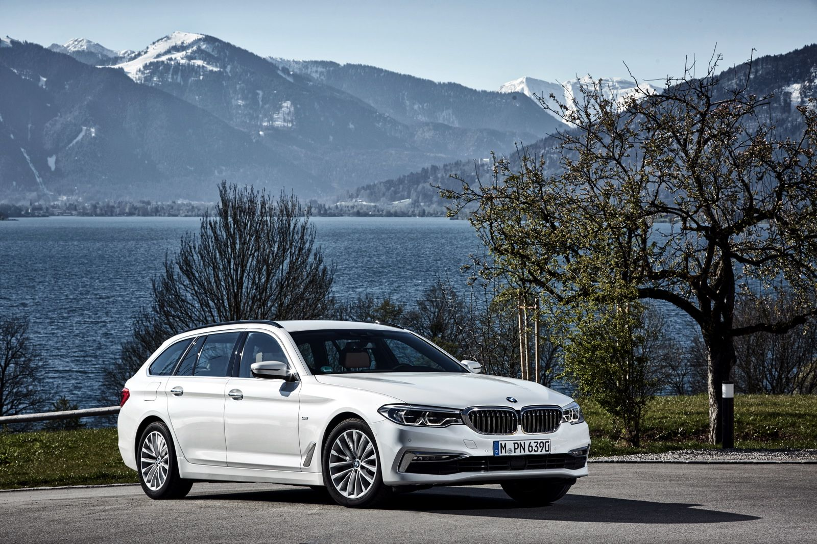 The 2017 Bmw 520d Touring Goes For A Photoshoot In Europe Bmw