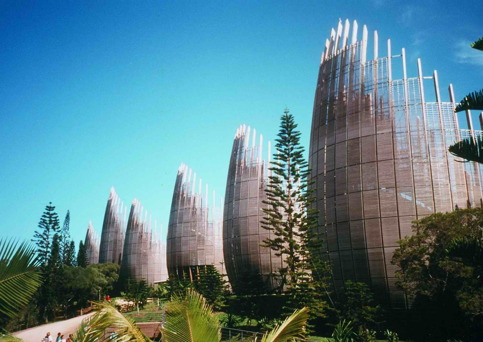 Renzo piano jean marie tjibaou cultural centre for Amenagement jardin noumea