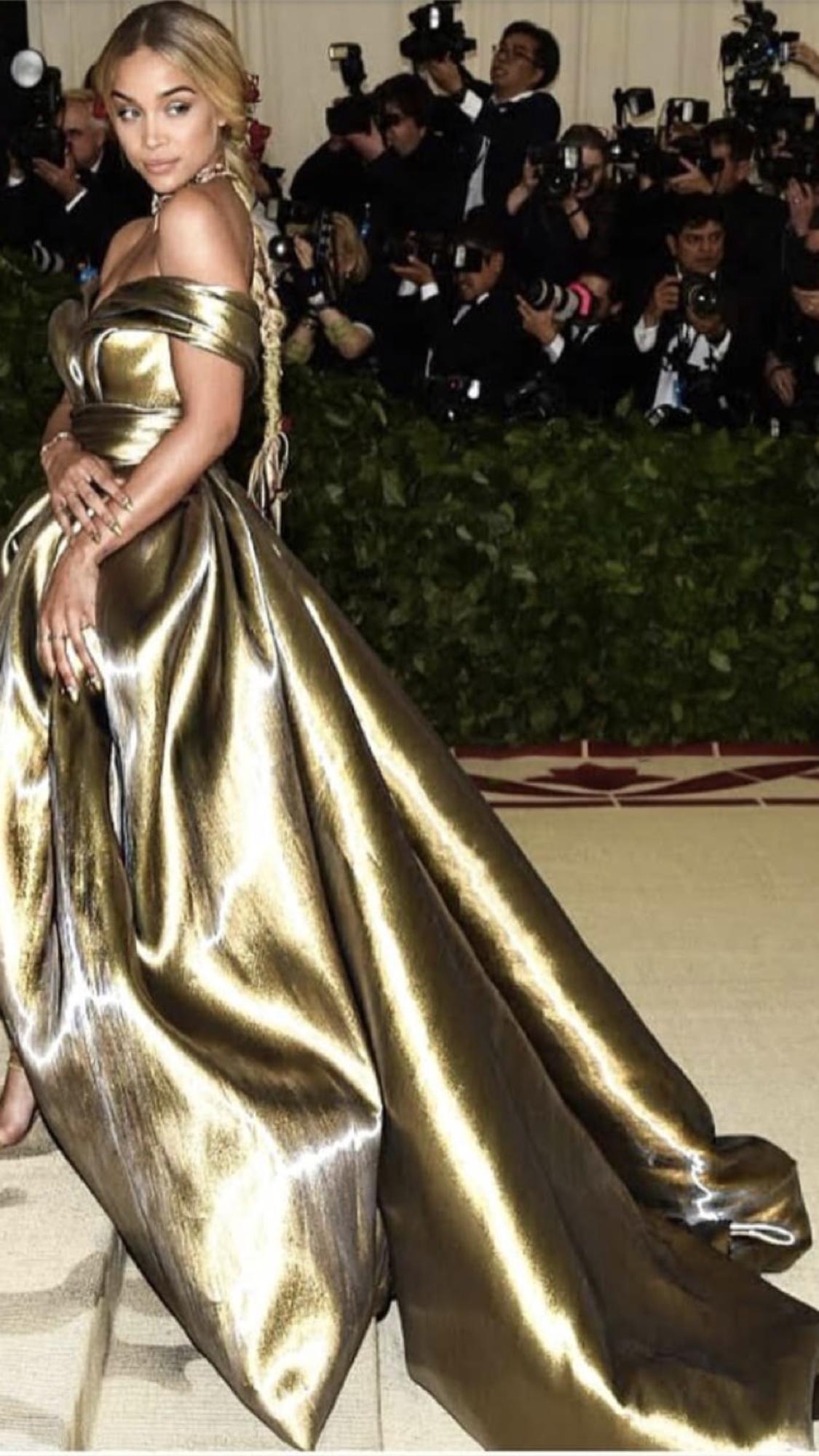 Met Gala 2018 Golden Barbie Jasmine Sanders Dresses In 2019 Met