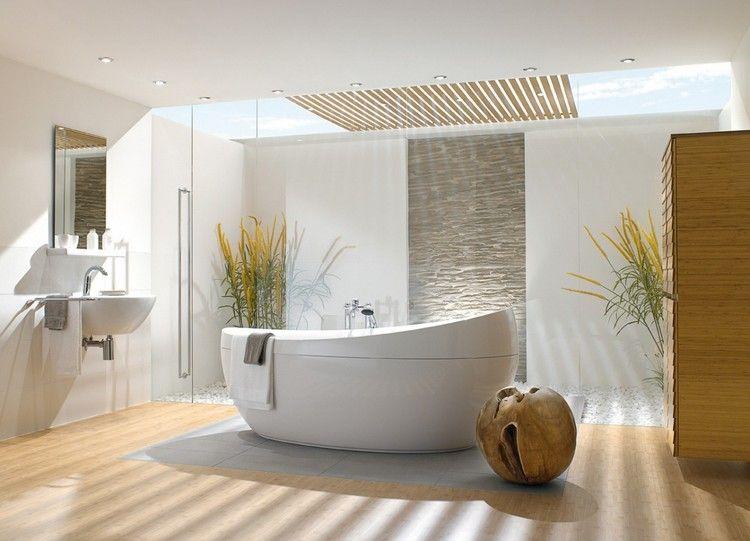 parquet salle de bain, plafond avec spots à LED intégrés, baignoire