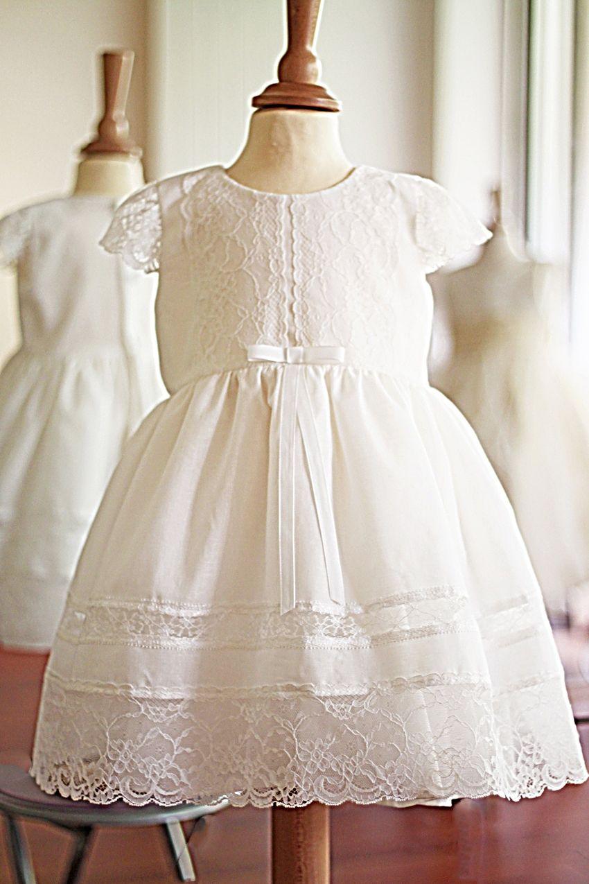 90ef2364fb7 Robe baptême bébé fille en voile de coton et dentelle italienne Fil de  Légende