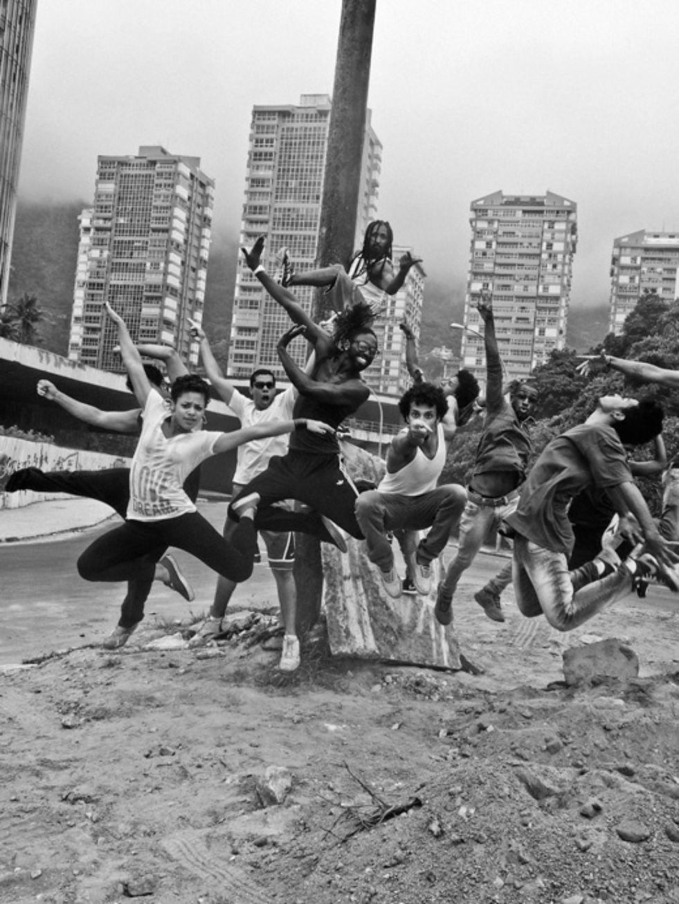 Companhia Urbana de Danca, San Conrado, Rio de Janeiro, Brasil, 2014, photo: Moises Saman