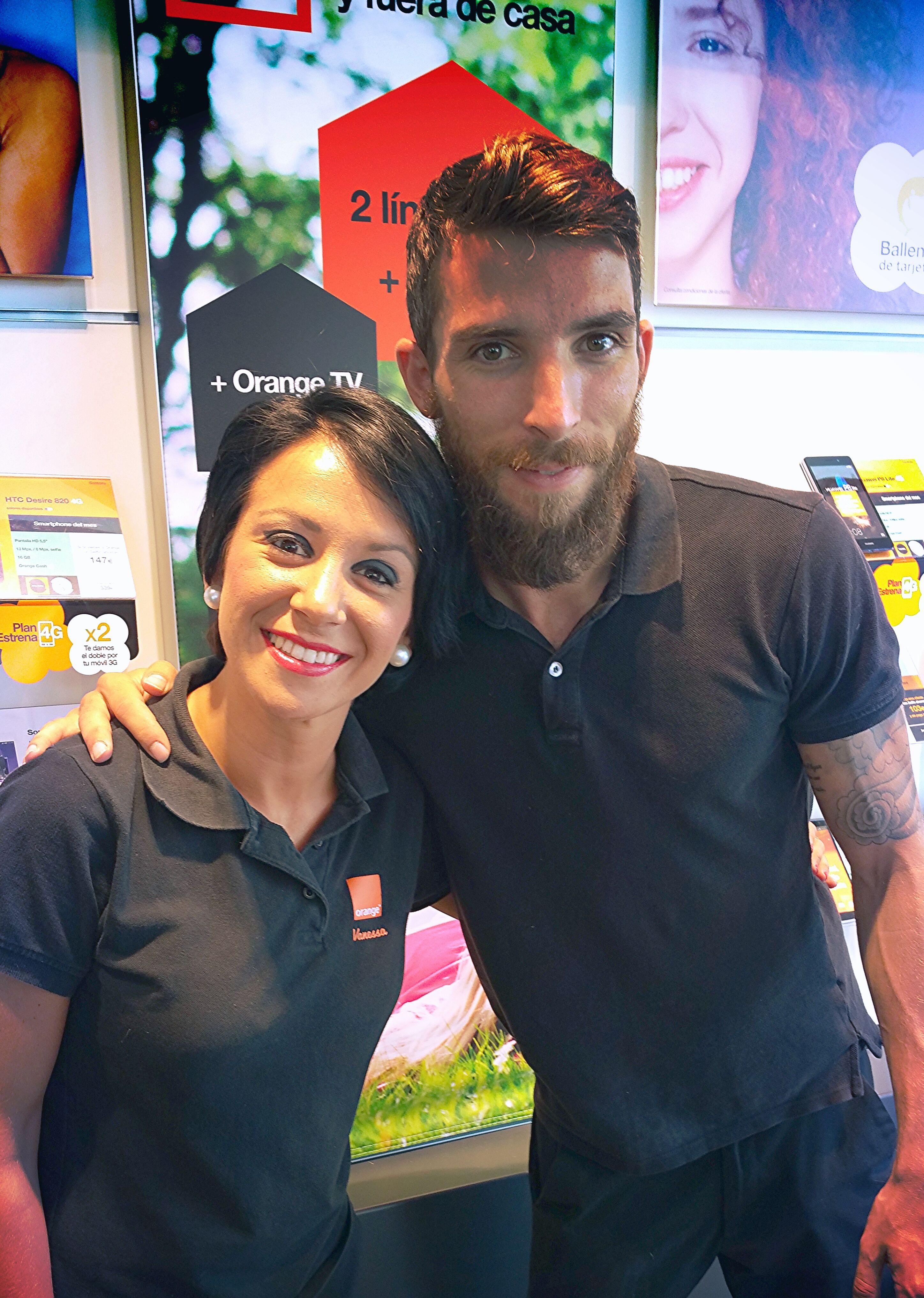 Vanessa Y Pedro Os Esperan En La Tienda Orange Archiduque Carlos