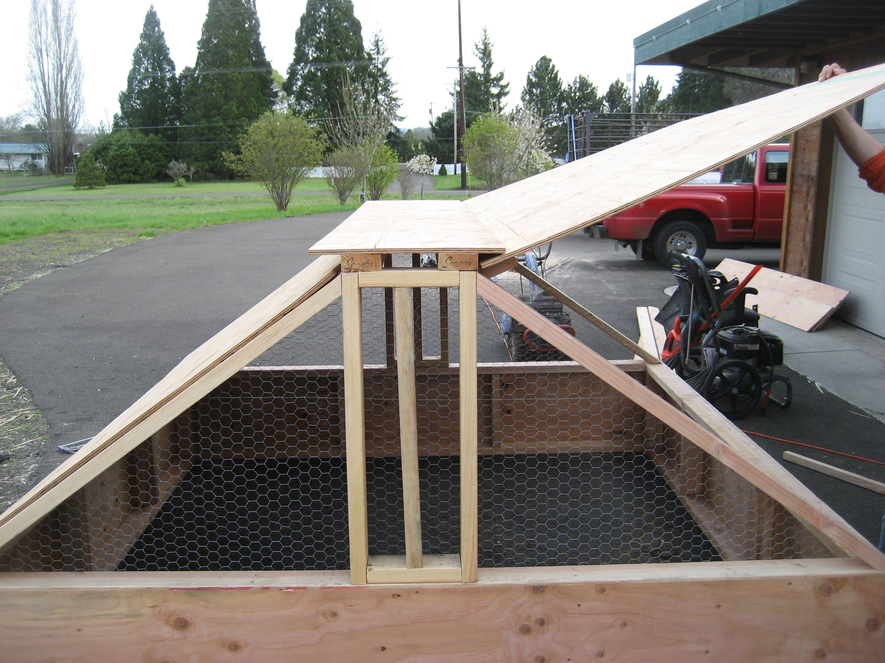 Chicken Brooder House With Brooder And Hover Plans | Chicken Brooder ...