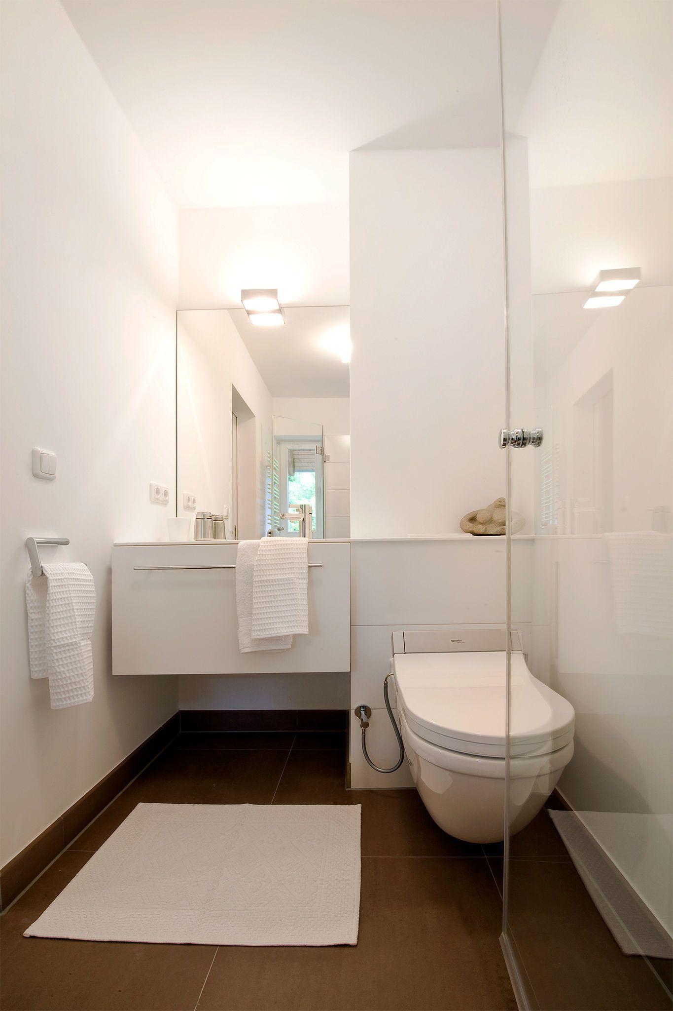 Gastebad Mit Grossformatigen Fliesen In Graubraun Badezimmer Der Hans Schramm Gmbh Co Kg In Munchen In 2019 Bad Badezimmer Und Wc Mit Dusche