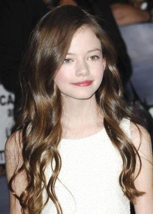 Actress Mackenzie Foy is radiant with her long brunette ...