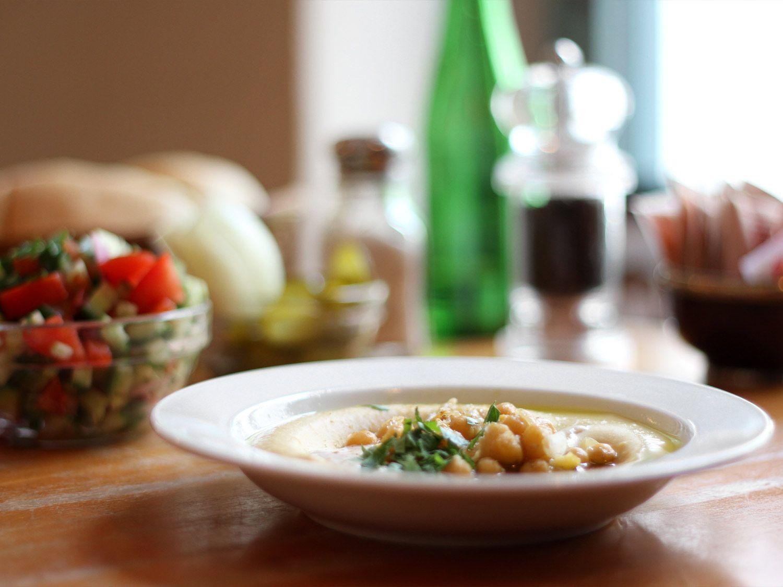 Vegetarian and vegan hummus bar // Zula HUSEMANNSTR. 10, 10435 BERLIN  TÄGLICH AB 12 UHR GEÖFFNET