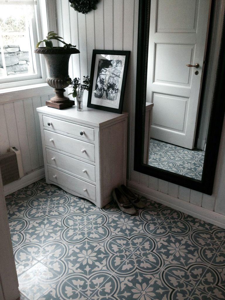 Cement tiles in a hall, gorgeous / Sementtilaattaa eteisessä, upea lopputulos! http://www.domusclassica.com/tuotteet/tiilet-ja-laatat/sementtilaatat/620/