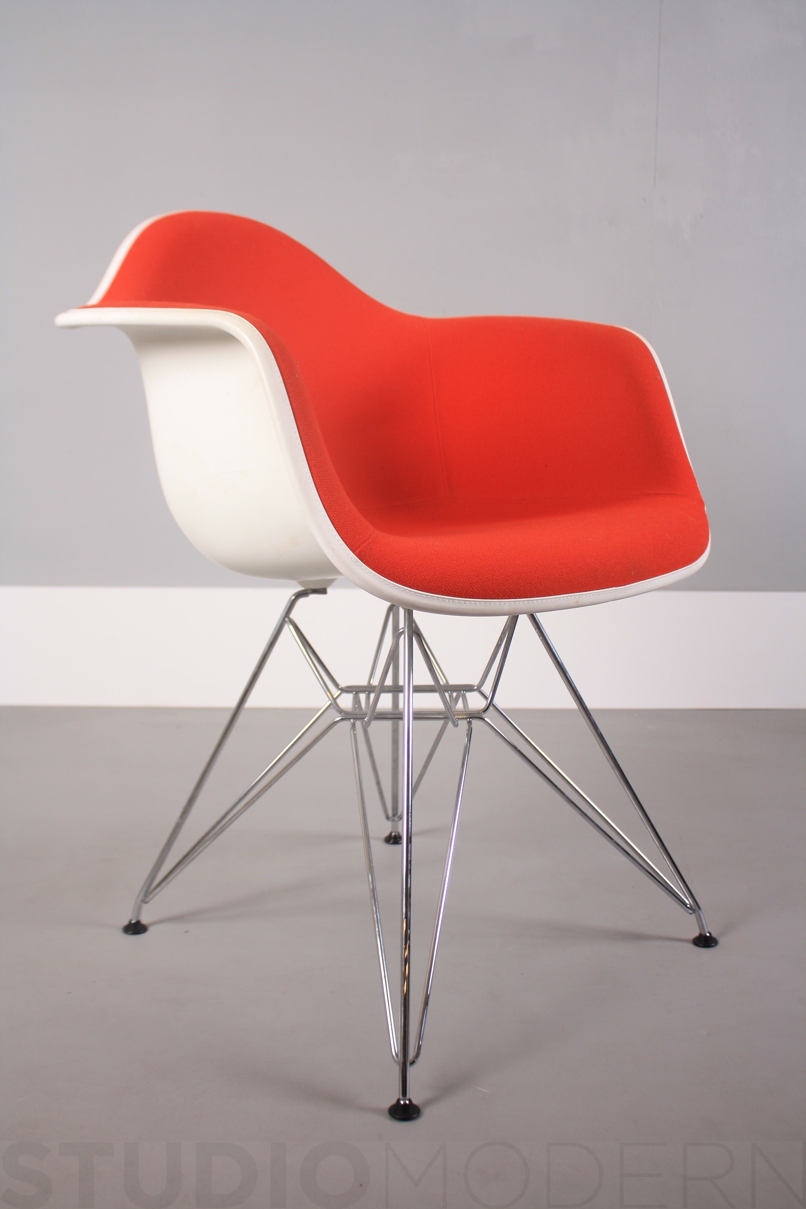 Vitra Charles & Ray Eames Dar Red Hopsack Eames