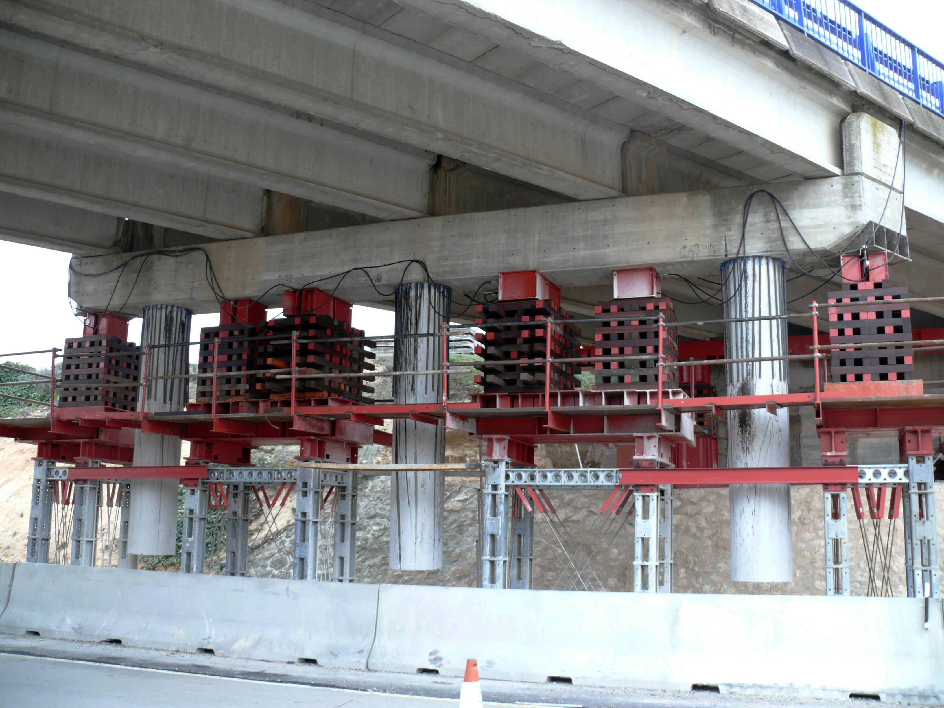Apeo de viga cargadero de puente