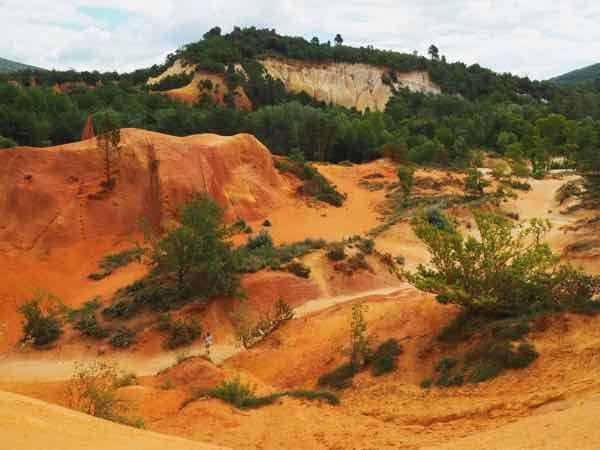 Hike in Le Colorado Provencal: Looking for an easy hike in Provence? Consider Le Colorado Provencal. http://bit.ly/2v8jUQJ