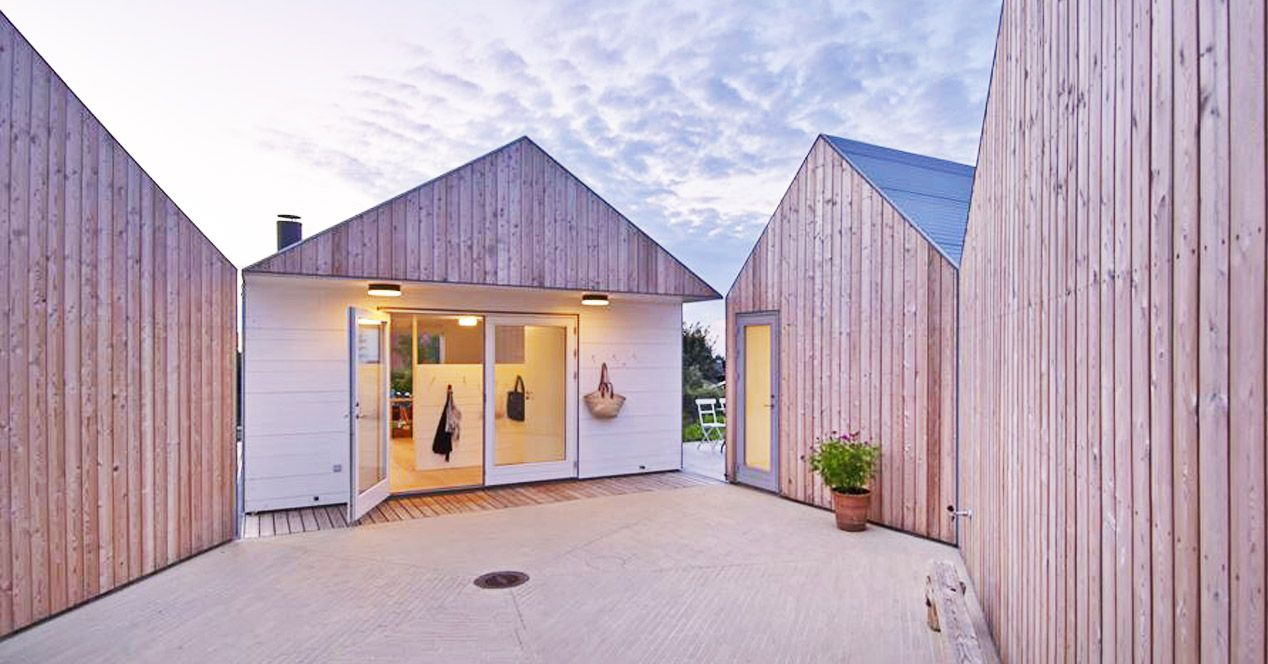 La maison du côté naturel avec ce bardage vertical. Le blanc contraste et met en valeur le bois naturel. Le + : diviser la maison en plusieurs blocs pour alléger les volumes http://www.edifit.fr #MaisonBoisNaturelle #MaisonBoisScandinave