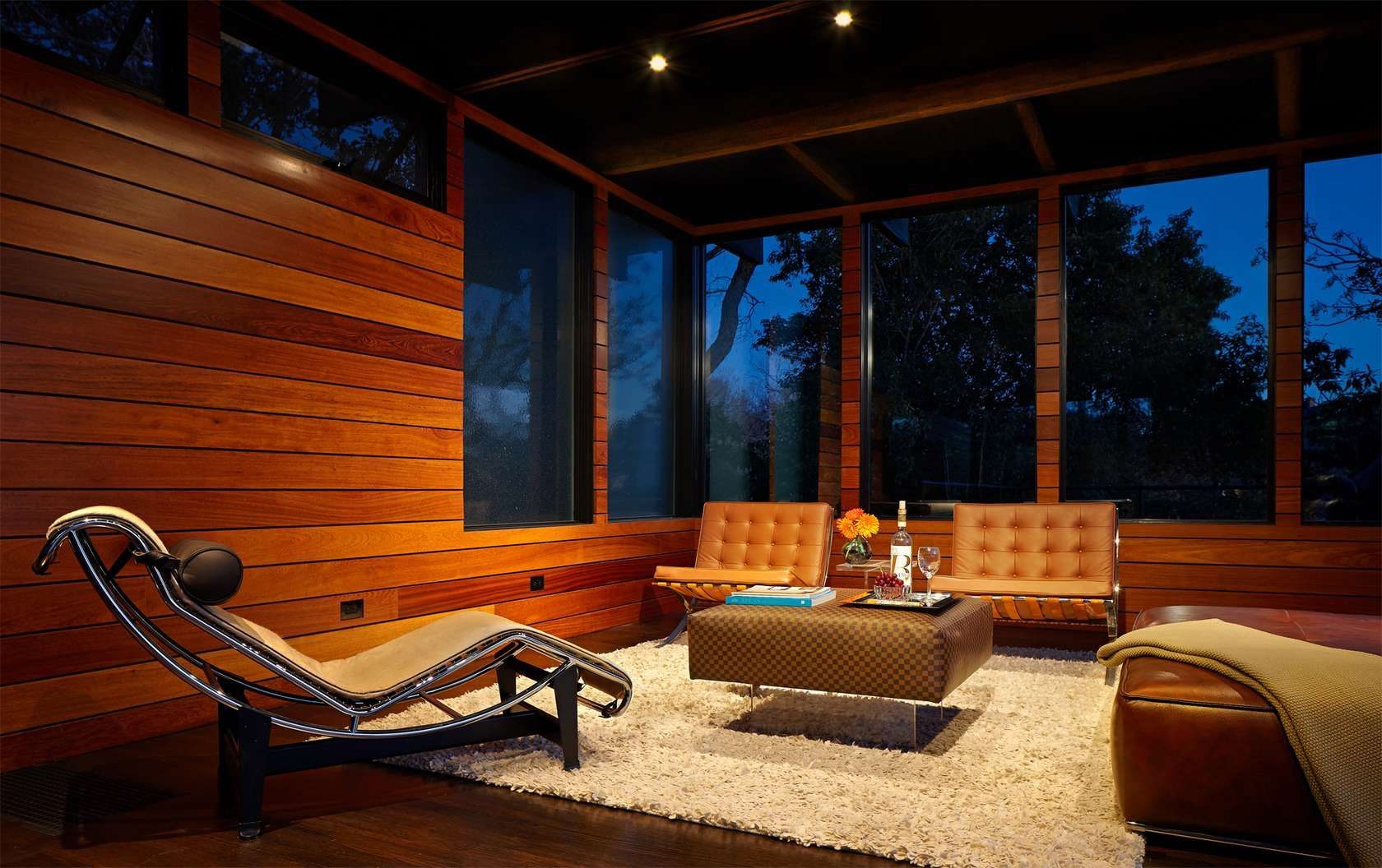 Beautiful Outdoor Views Traditional Living Room Design In The Night With Wooden Wall And Bright Interior