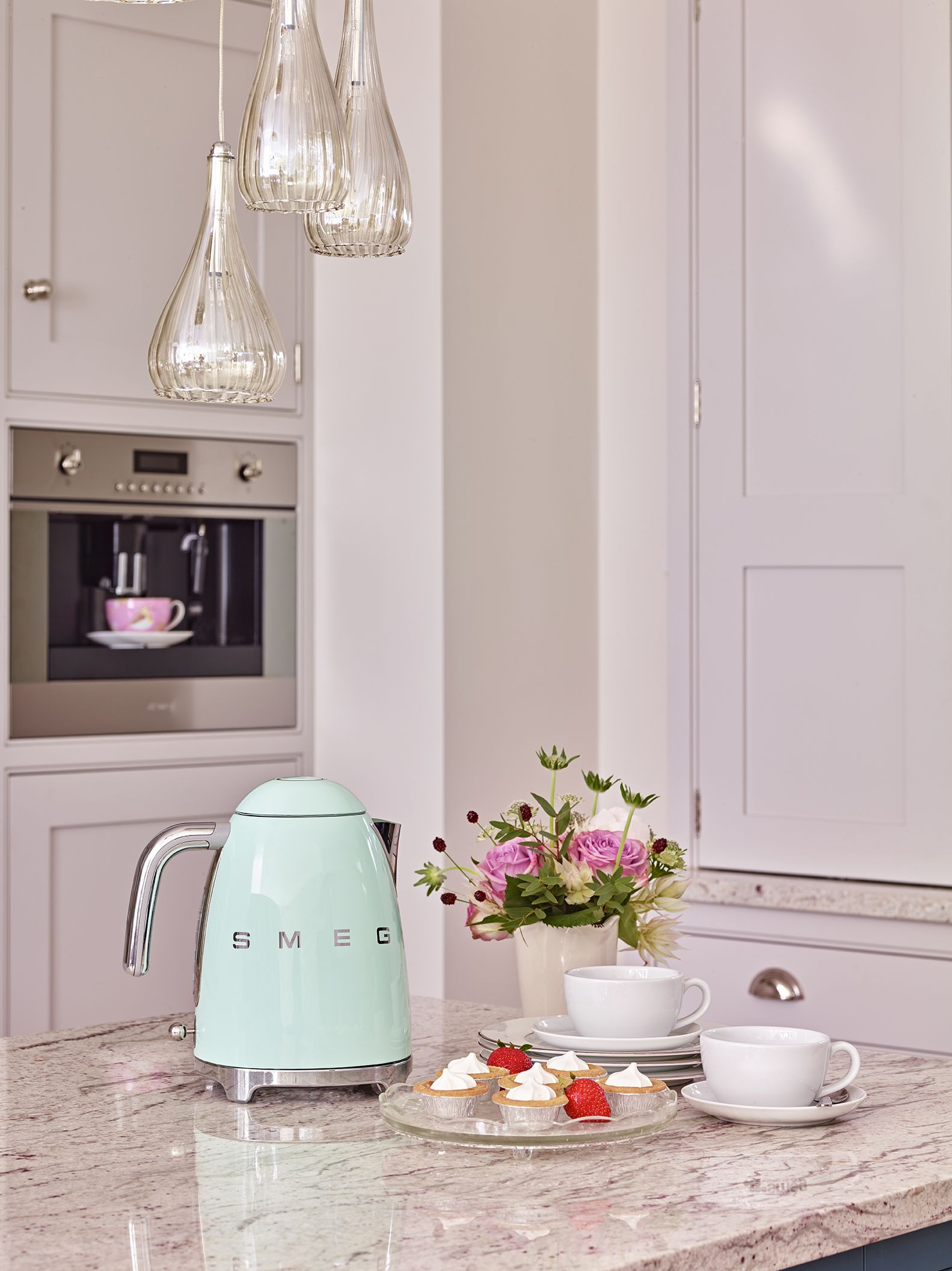Cucina A Gas Smeg Vintage Dreaming Of The S M E G Retro Electric Kettle In Mint Or Cream