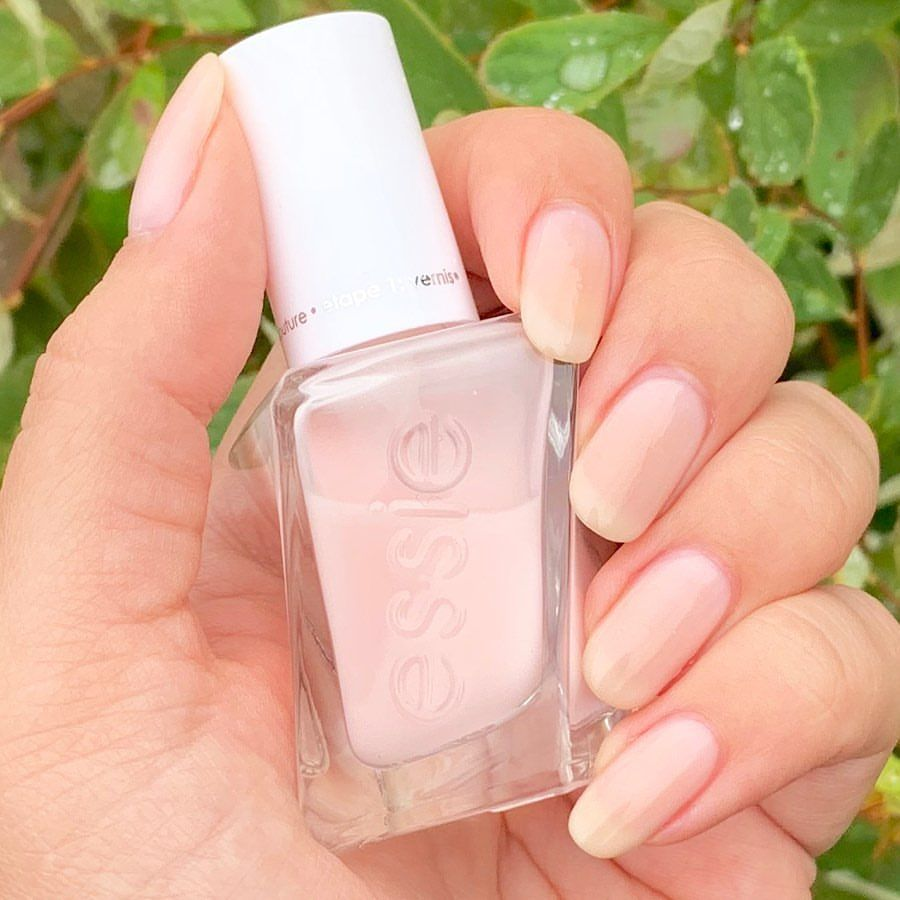 Wearing Sheer Fantasy From The Essie Gel Couture Line I Love A Good Sheer And This Fits The Bill Took 4 Coats B Essie Gel Gel Couture Essie Gel Couture