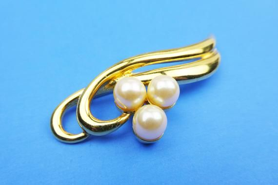 077a5b5d6c2 Richelieu Pearls Brooch Smooth Goldtone Metal Setting, Faux Pearls Pin,  Vintage Signed Jewelry, Understated Elegance Excellent Condition