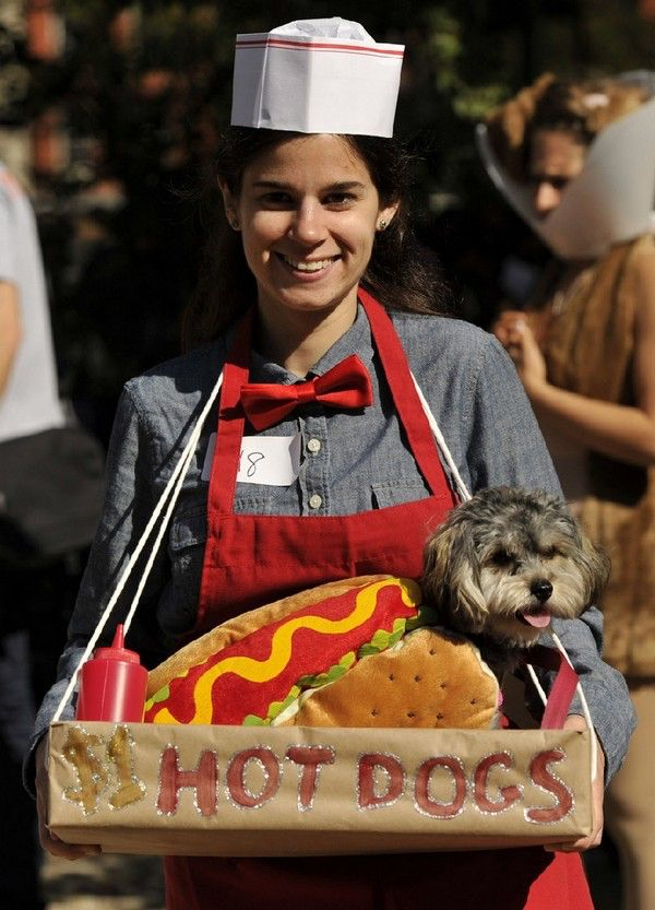 Image from http://www.somepets.com/wp-content/uploads/2012/10/Dogs-in-New-York-preparing-for-Halloween-640-3.jpg.