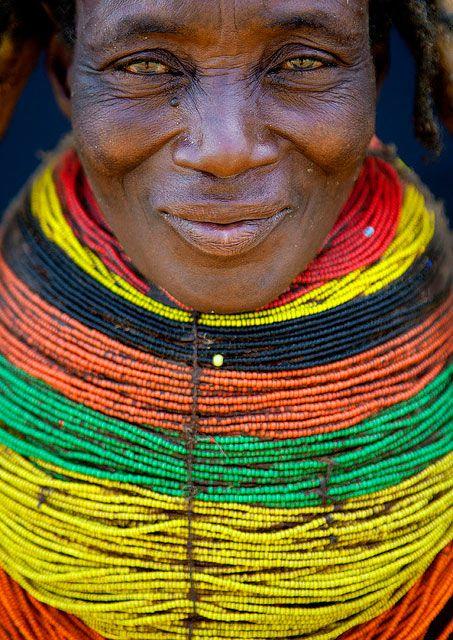 Un photographe immortalise les magnifiques tribus de l'Angola avant que leurs traditions ne disparaissent | Daily Geek Show