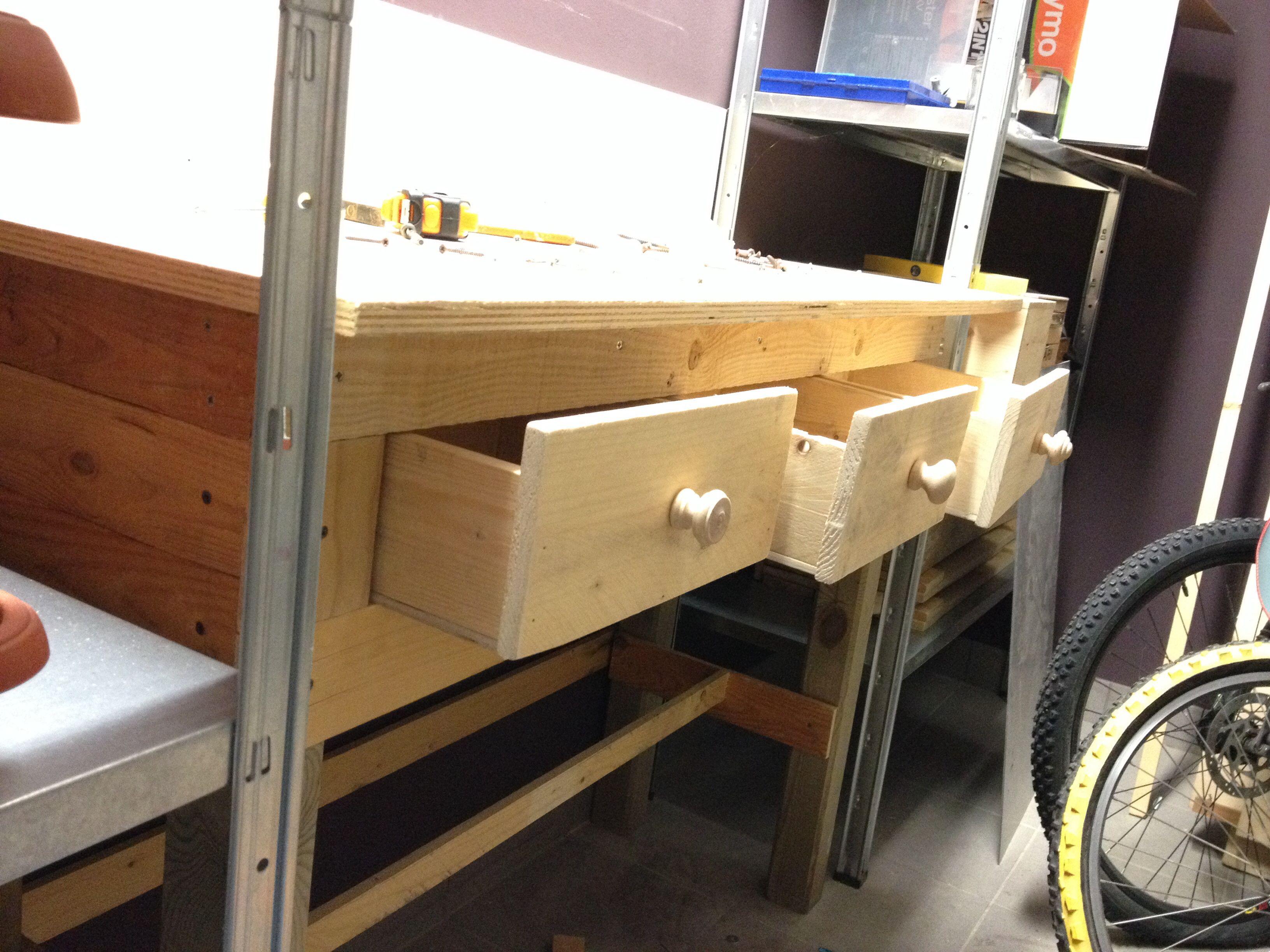 Tavolo Da Lavoro Con Bancali : Tavolo da lavoro con cassetti realizzato con legno di vecchi